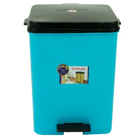 Mua thêm thùng rác và dụng cụ vệ sinh