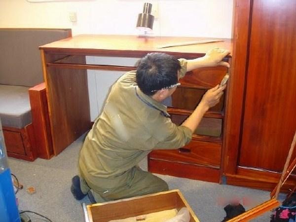 tháo lắp tủ gỗ